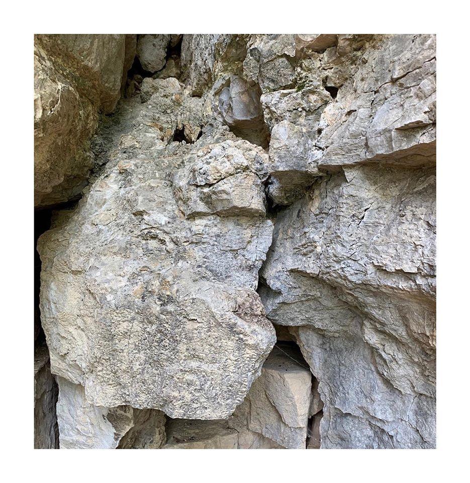 le baiser grotte celia gouveiac